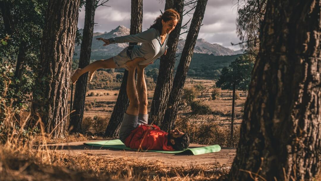 5 Spicy Benefits of Practicing Yoga as a Couple