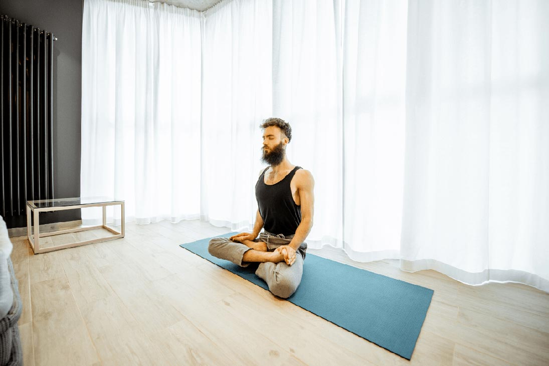 Tired of waking up with stiff joints and a foggy mind? Doing even a few minutes of yoga first thing in the morning will start your day off right. Read on to learn why.