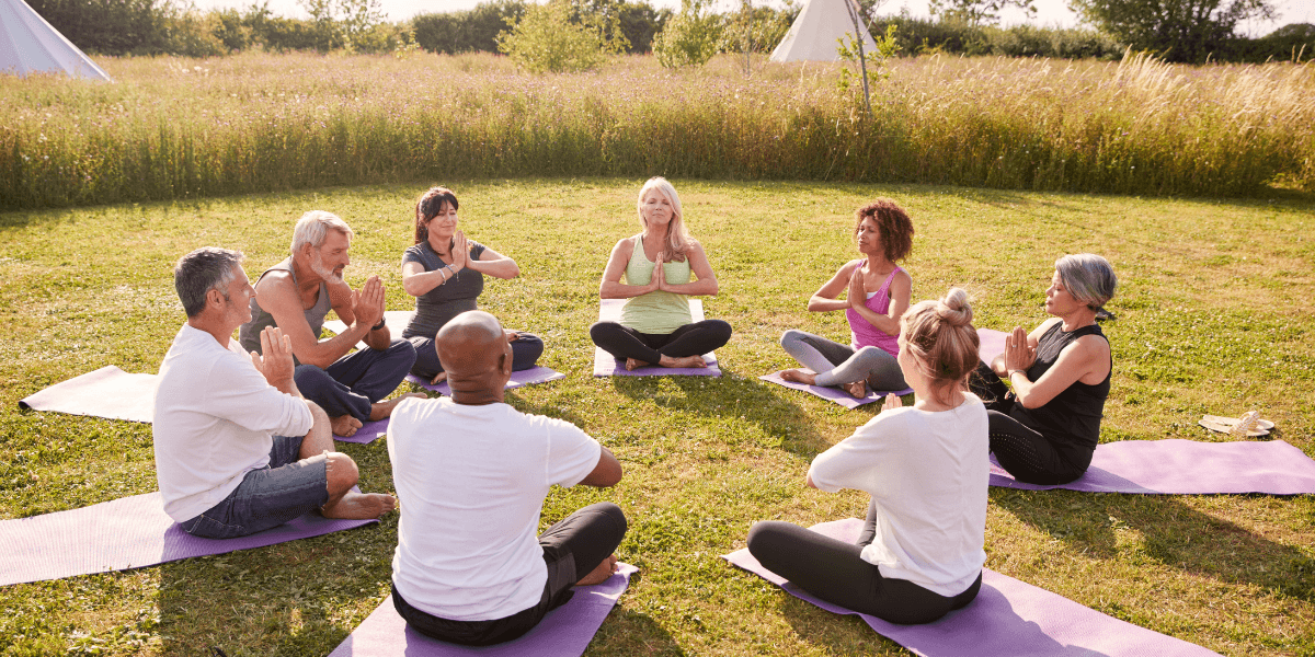 people-in-a-circle-meditating